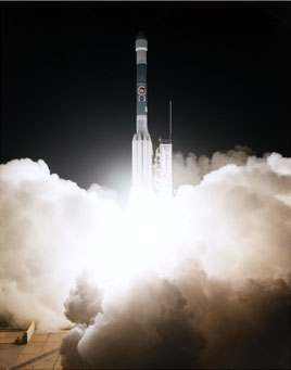Mars Pathfinder lifting off from Launch Complex 17B, NASA photo 96pc1324.jpg