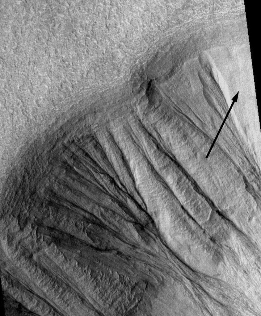Gullies on martian crater, seen by Mars Global Surveyor