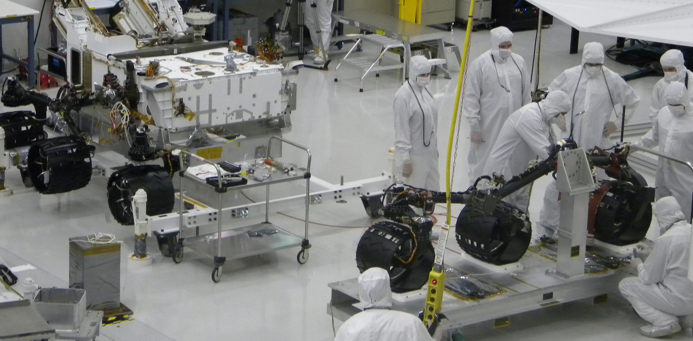 Installation of Curiosity's wheels and suspension.