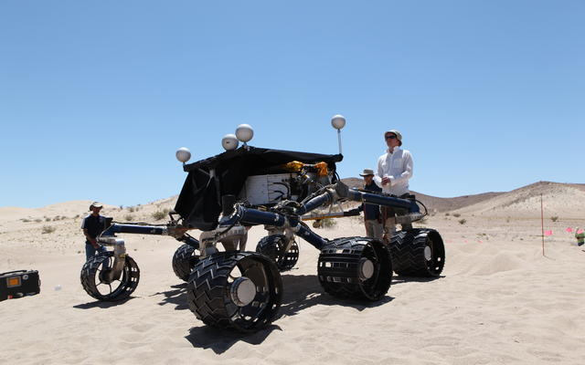 read the article ''Scarecrow' Rover Goes Off-Roading in Dumont Dunes'