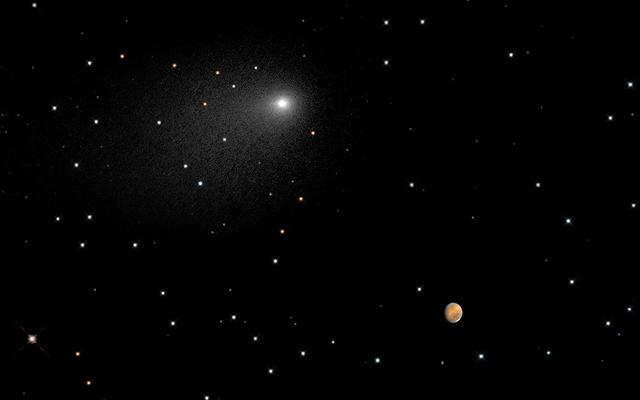 View of Comet Siding Spring and Mars from Hubble