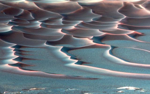 Endurance Crater's Dazzling Dunes