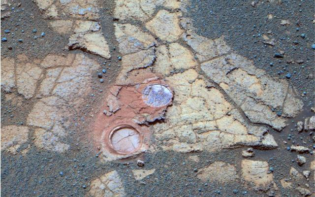 Opportunity Examines Cracks and Coatings on Mars Rocks