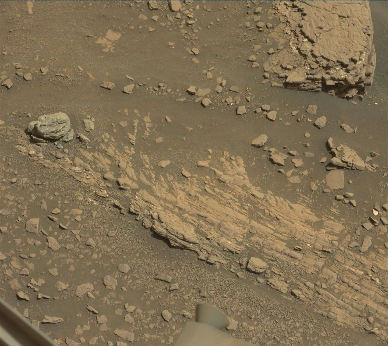 Mastcam image of the surface layering taken on Sol 2425.