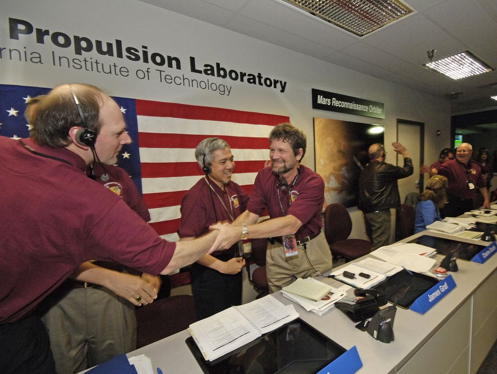 Mars Reconnaissance Orbiter Mission Team Members Celebrate Orbit Insertion Success