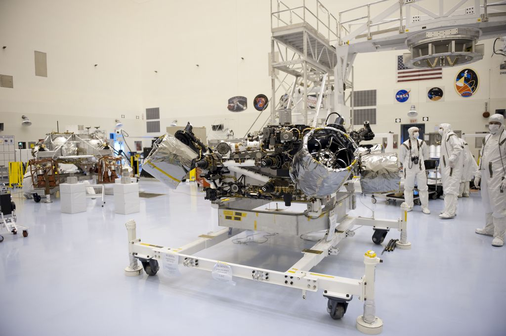 At the Payload Hazardous Servicing Facility at NASA's Kennedy Space Center in Florida, NASA's Mars Science Laboratory (MSL) rover, known as Curiosity, will be integrated with a rocket-powered descent stage (shown here to the left of the rover).