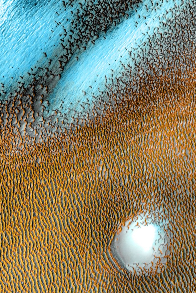 A sea of dark dunes, sculpted by the wind into long lines, surrounds the northern polar cap covering an area as big as Texas.