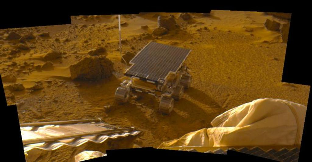 This image was taken by the Mars Pathfinder lander and features the microwave-size rover, Pathfinder.
