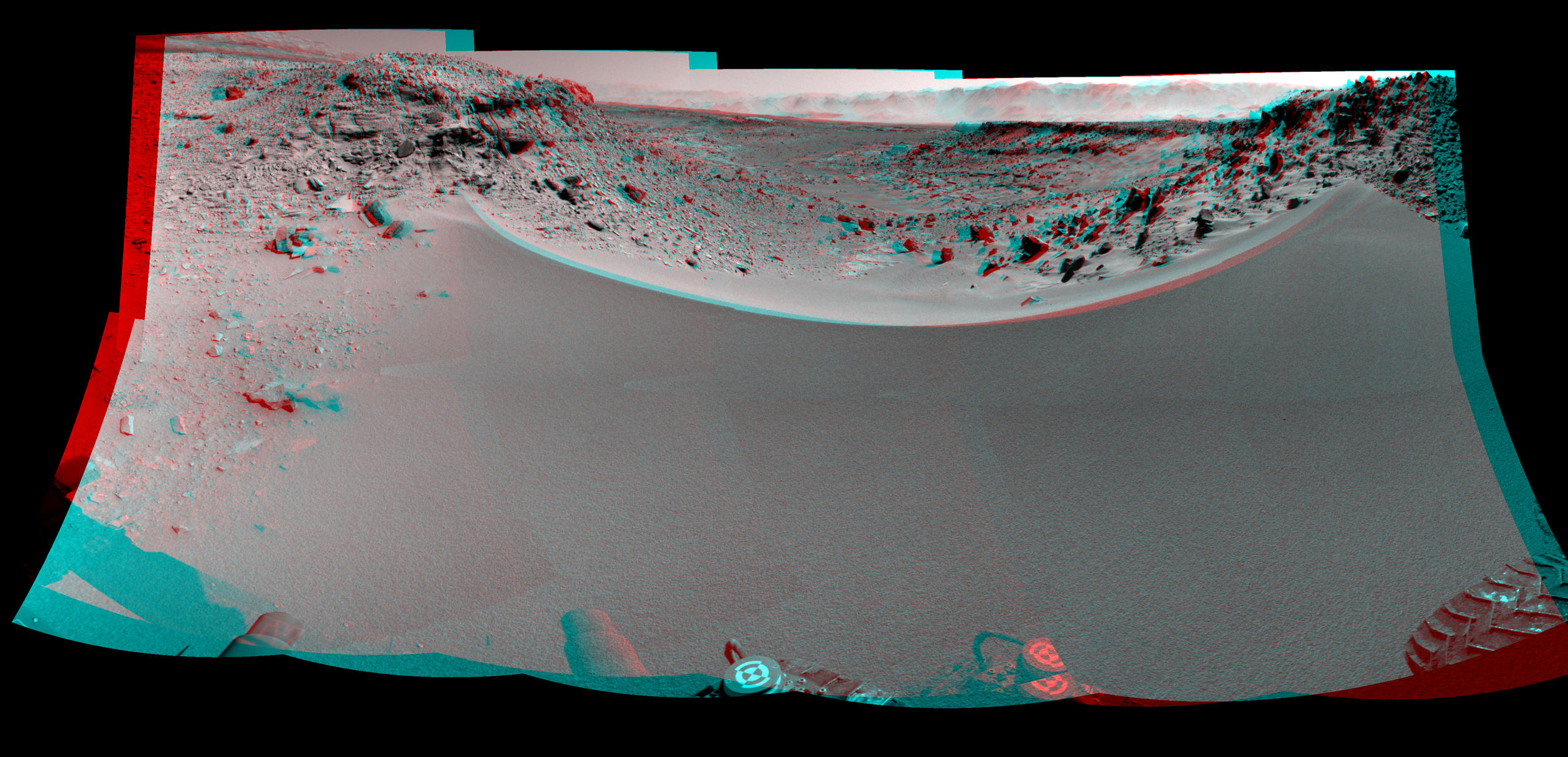 Curiosity's View Past Dune at 'Dingo Gap' (Stereo)