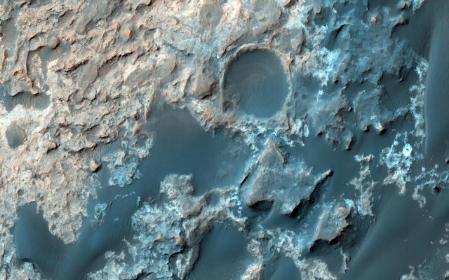 Mars Reconnaissance Orbiter Checks Curiosity's Trek