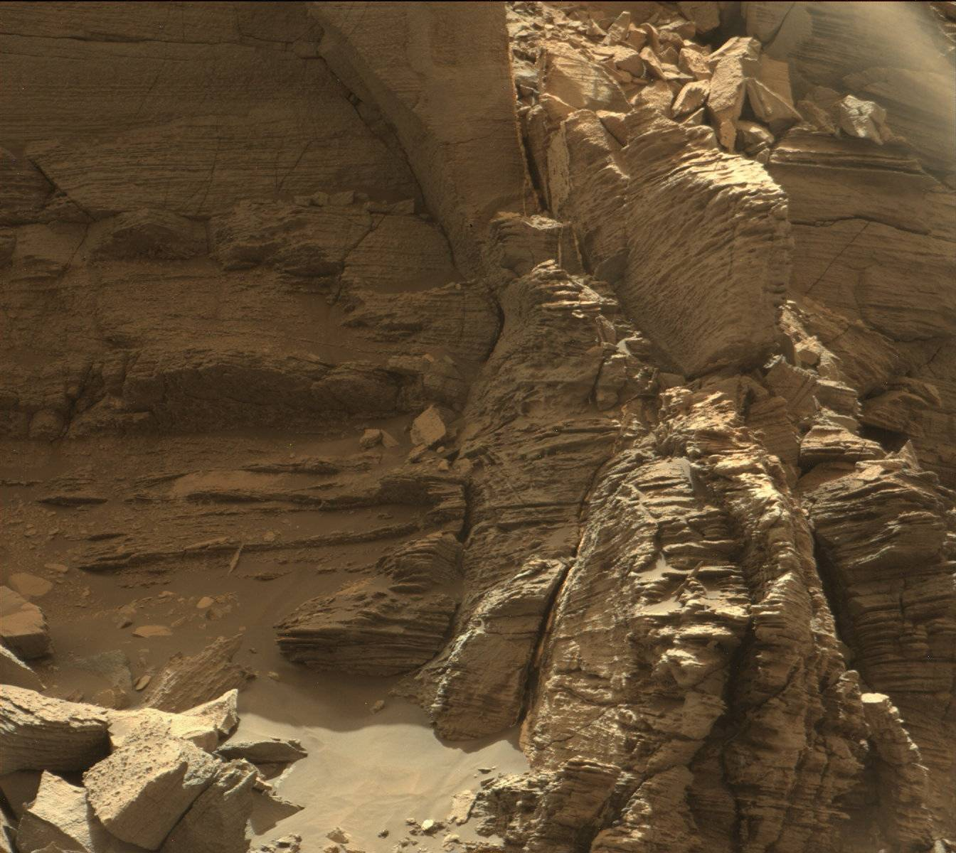 Mars Rover Views Spectacular Layered Rock Formations ...