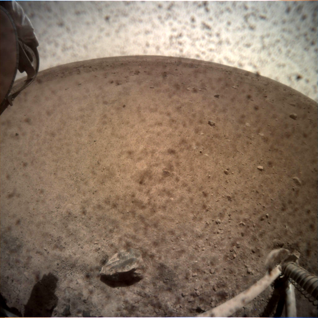 https://mars.nasa.gov/insight-raw-images/surface/sol/0004/icc/C000M0004_596886276EDR_F0000_0463M_.PNG