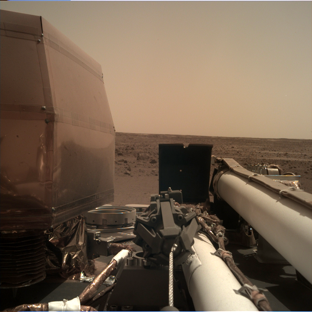 https://mars.nasa.gov/insight-raw-images/surface/sol/0004/idc/D000M0004_596886723EDR_F0000_0540M_.PNG