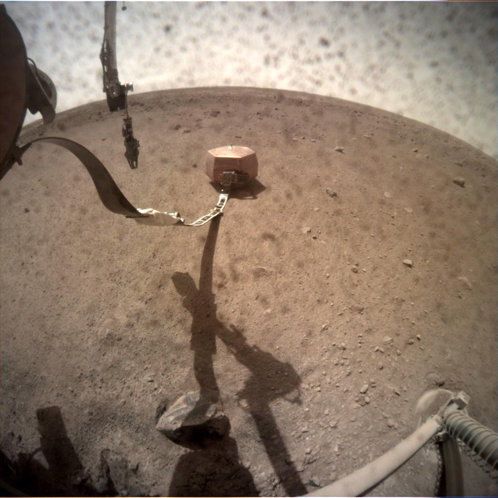 Atterisage de la sonde Marsienne Insight C000M0026_598831671EDR_F0000_0588M_