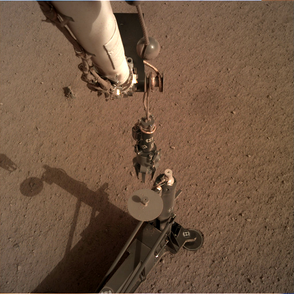 https://mars.nasa.gov/insight-raw-images/surface/sol/0083/idc/D000M0083_603909165EDR_F0000_2704M_.PNG