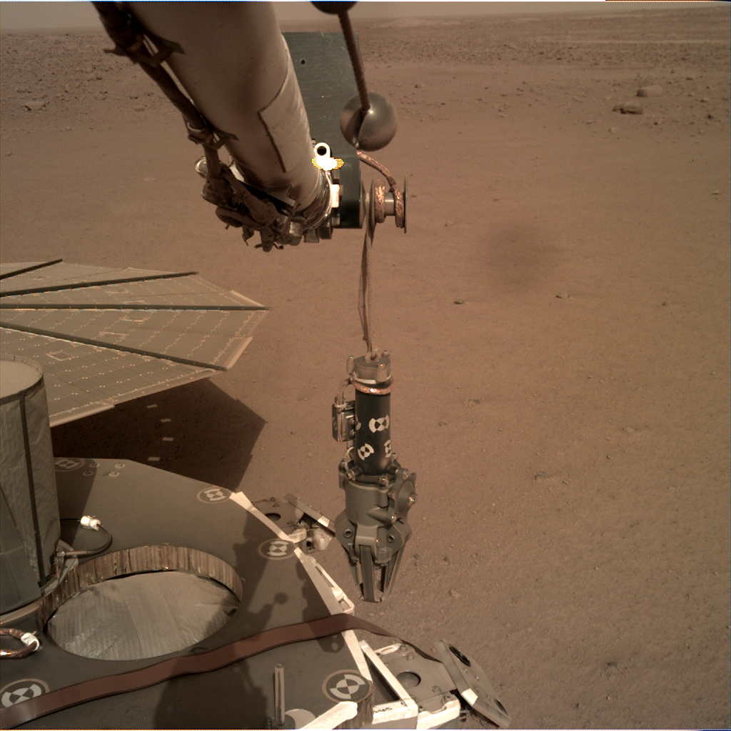 https://mars.nasa.gov/insight-raw-images/surface/sol/0085/idc/D003L0085_604085245EDR_F0001_0050M_.PNG