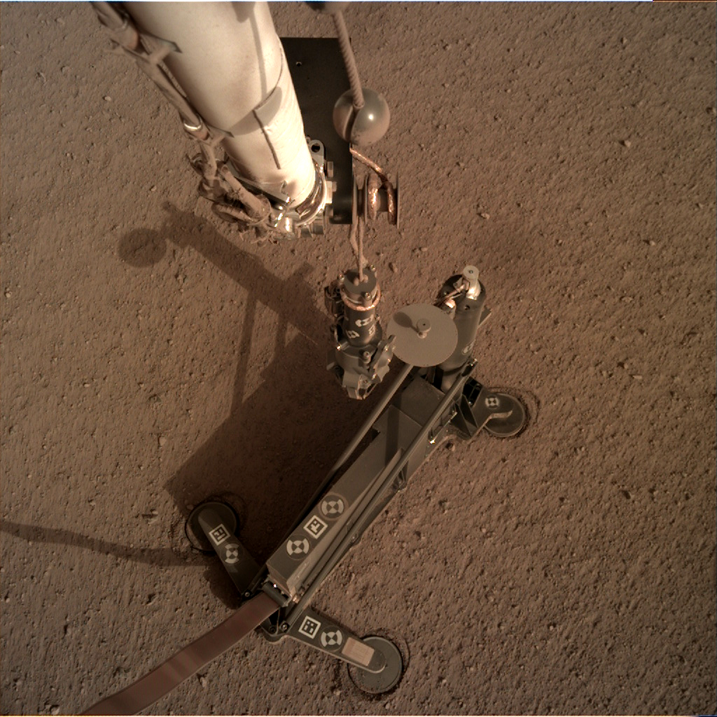 https://mars.nasa.gov/insight-raw-images/surface/sol/0092/idc/D001R0092_604709463EDR_F0404_0010M_.PNG