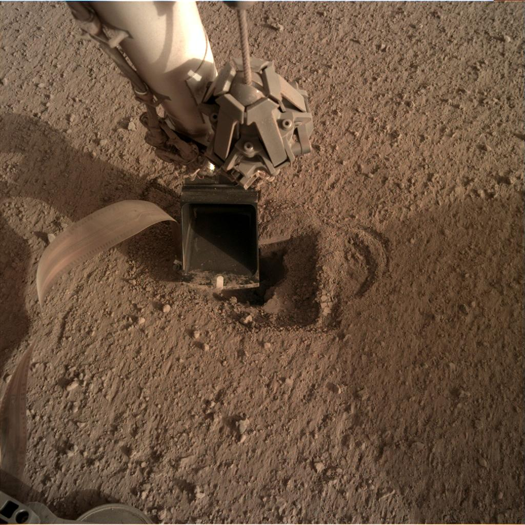 Nasa's Mars lander InSight acquired this image using its Instrument Deployment Camera on Sol 533