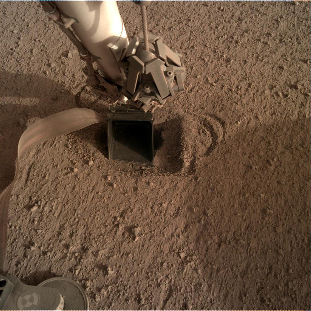 Nasa's Mars lander InSight acquired this image using its Instrument Deployment Camera on Sol 548