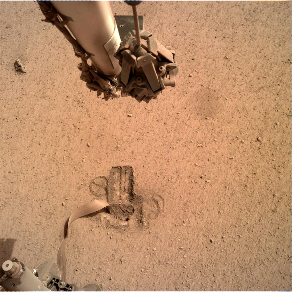 Nasa's Mars lander InSight acquired this image using its Instrument Deployment Camera on Sol 600