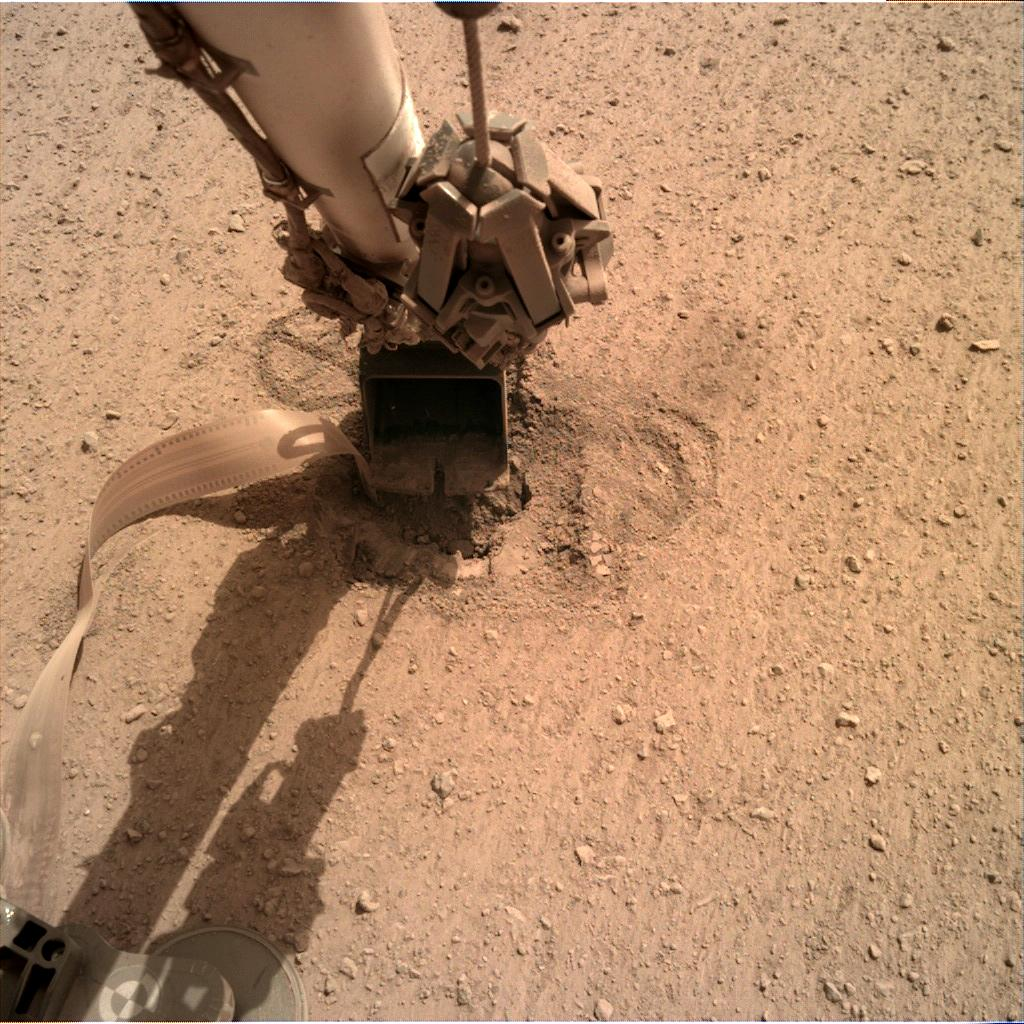 Nasa's Mars lander InSight acquired this image using its Instrument Deployment Camera on Sol 606