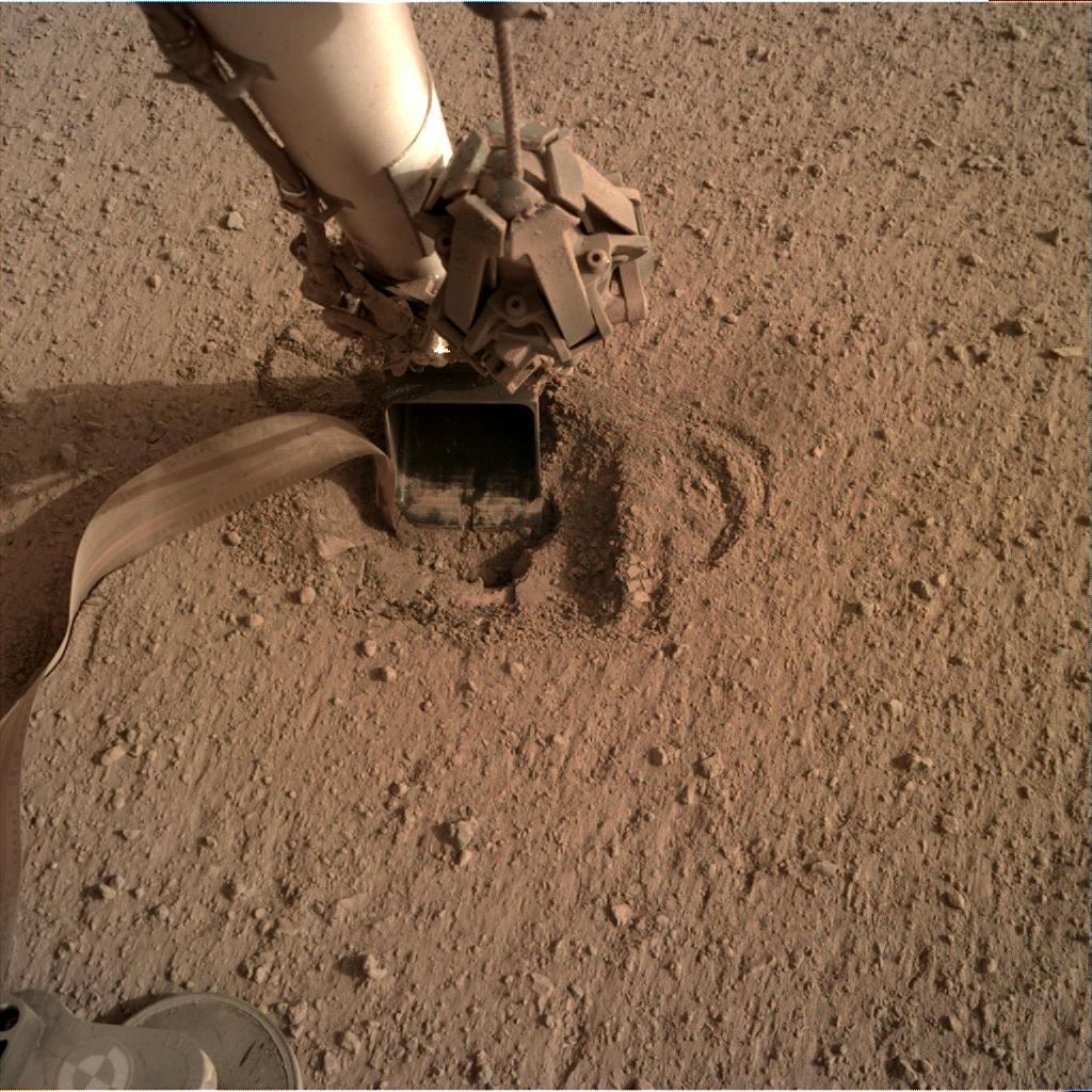 Nasa's Mars lander InSight acquired this image using its Instrument Deployment Camera on Sol 618