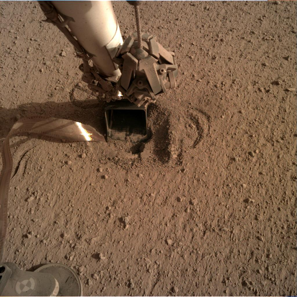 Nasa's Mars lander InSight acquired this image using its Instrument Deployment Camera on Sol 632