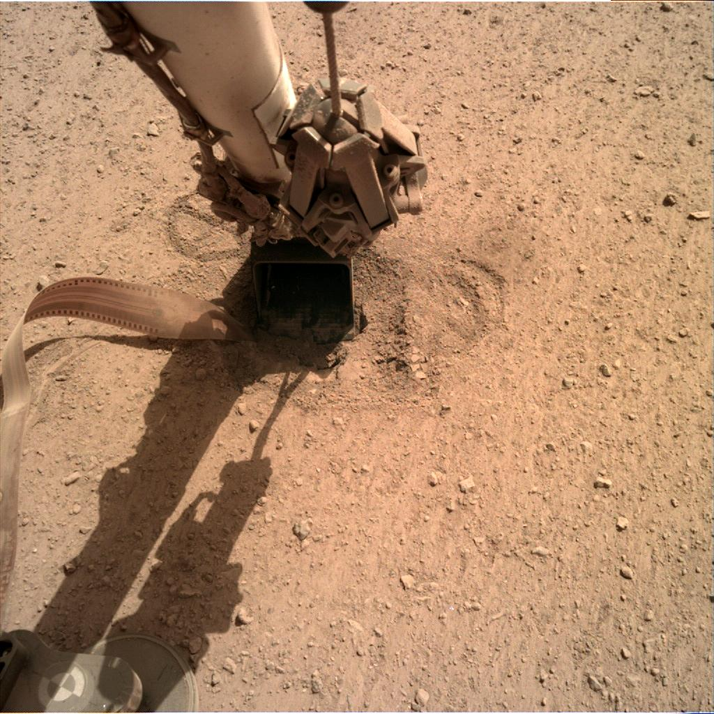 Nasa's Mars lander InSight acquired this image using its Instrument Deployment Camera on Sol 644