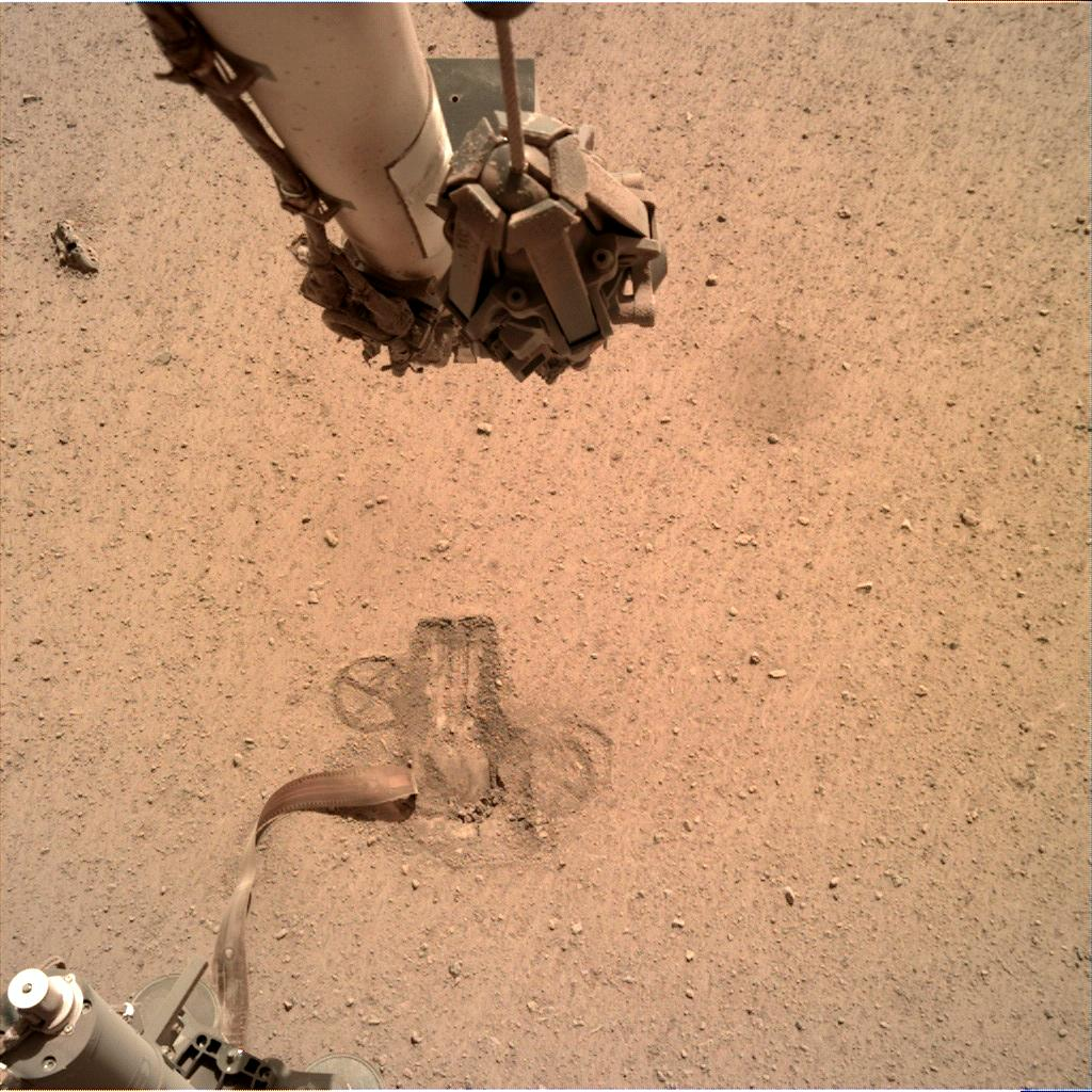 Nasa's Mars lander InSight acquired this image using its Instrument Deployment Camera on Sol 661