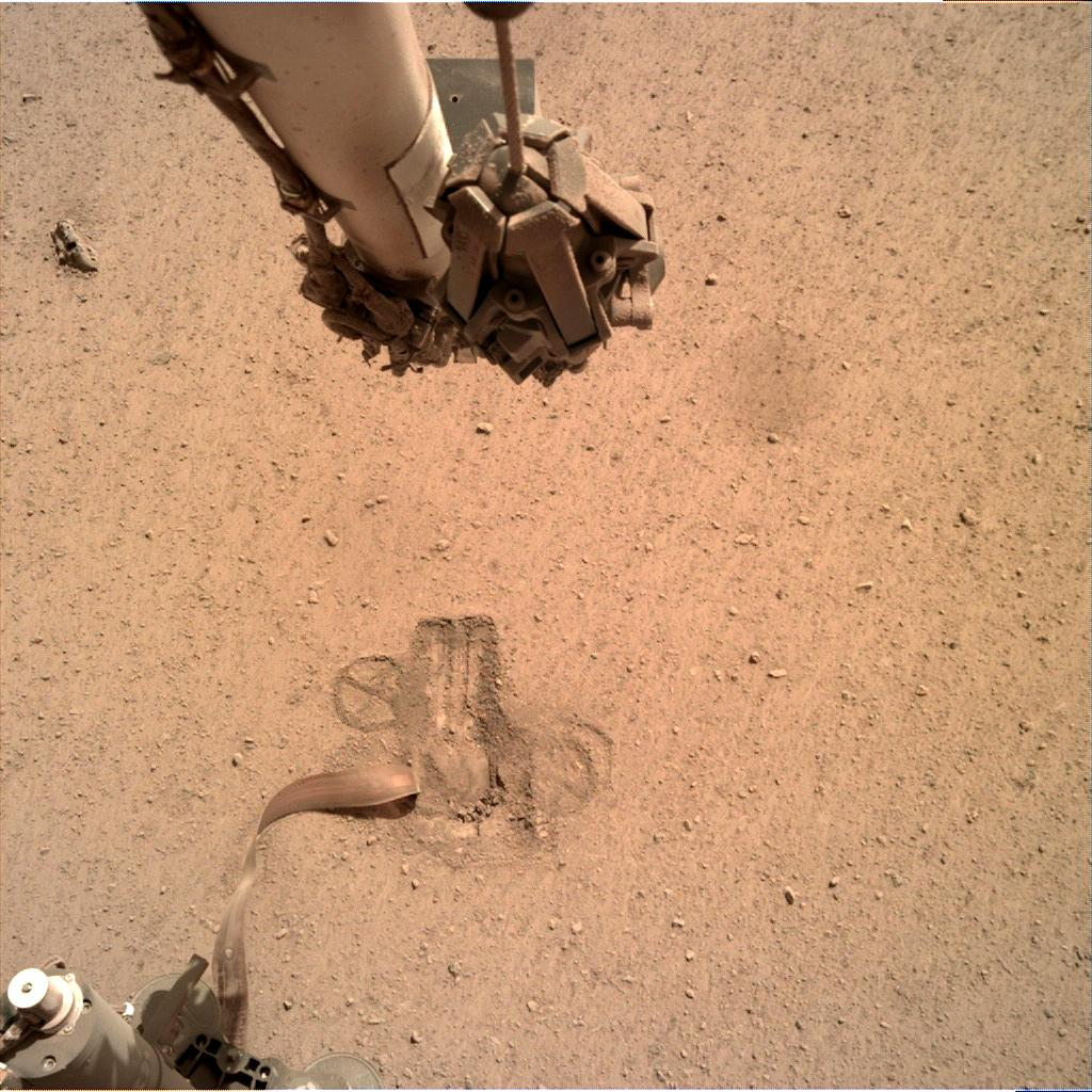 Nasa's Mars lander InSight acquired this image using its Instrument Deployment Camera on Sol 669