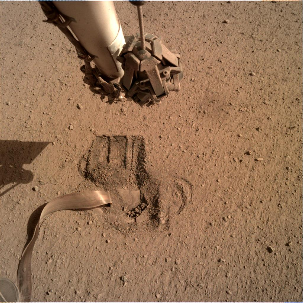 Nasa's Mars lander InSight acquired this image using its Instrument Deployment Camera on Sol 673