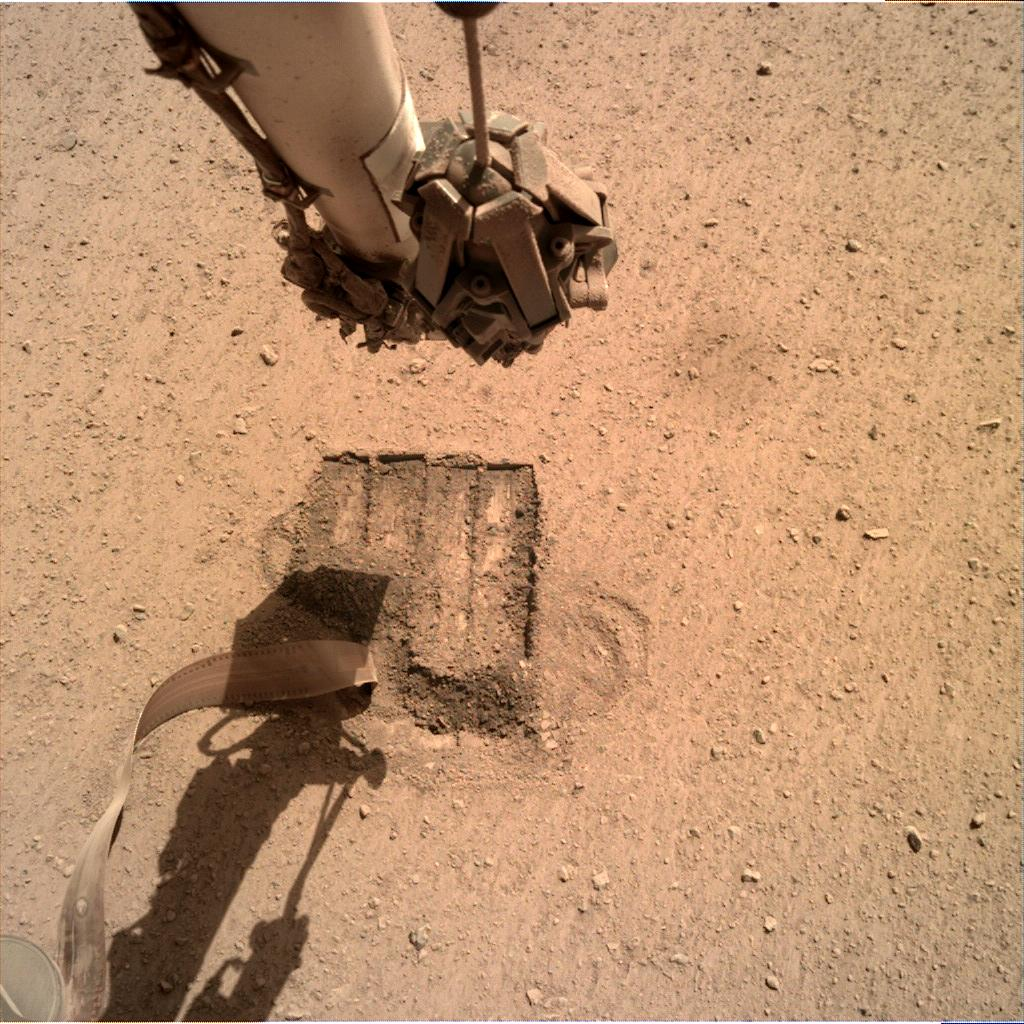 Nasa's Mars lander InSight acquired this image using its Instrument Deployment Camera on Sol 679