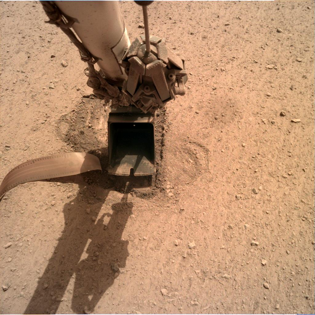 Nasa's Mars lander InSight acquired this image using its Instrument Deployment Camera on Sol 712