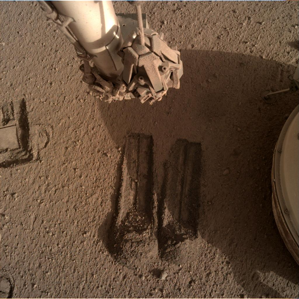 Nasa's Mars lander InSight acquired this image using its Instrument Deployment Camera on Sol 806