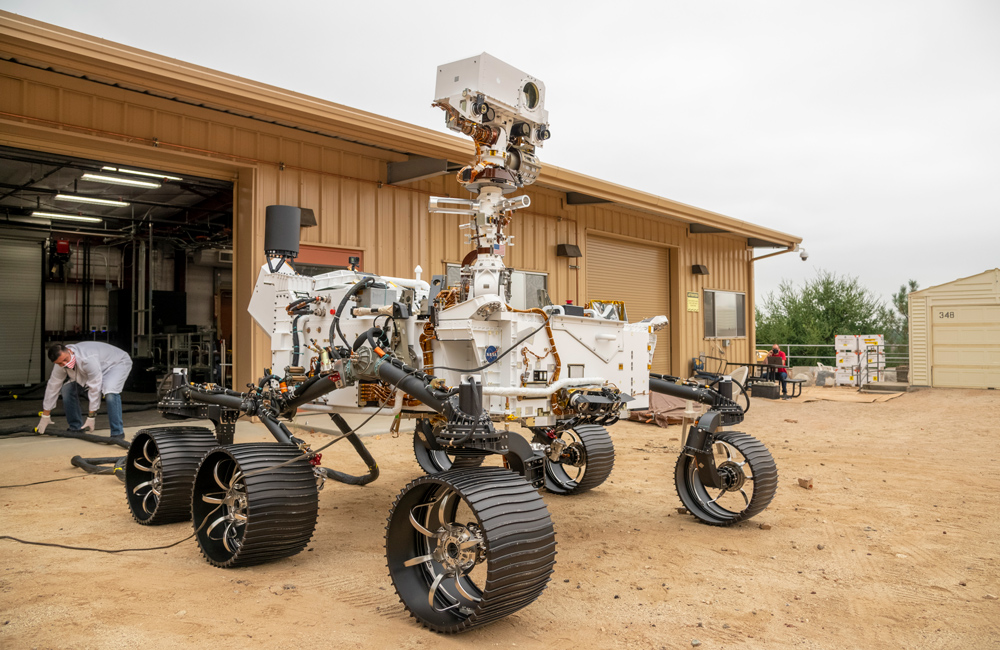 Perseverance rover's twin in the Mars Yard at JPL