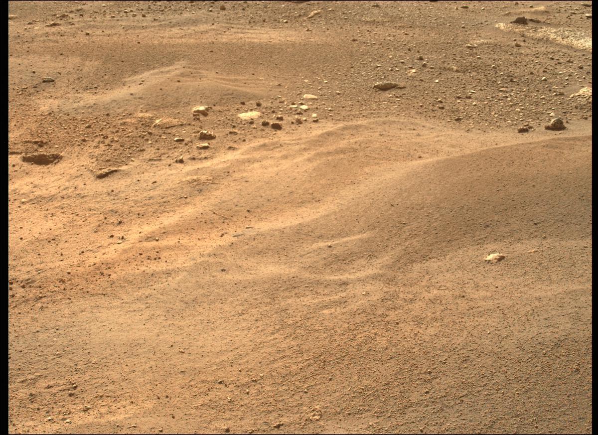 Mars, kráter Jezero, povrch