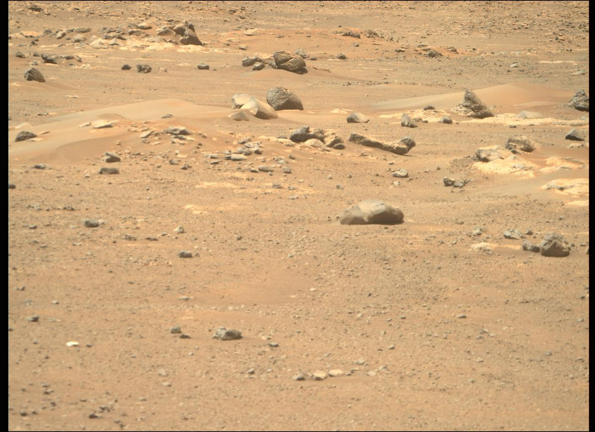 This image was taken by MCZ_RIGHT onboard NASA's Mars rover Perseverance on Sol 122