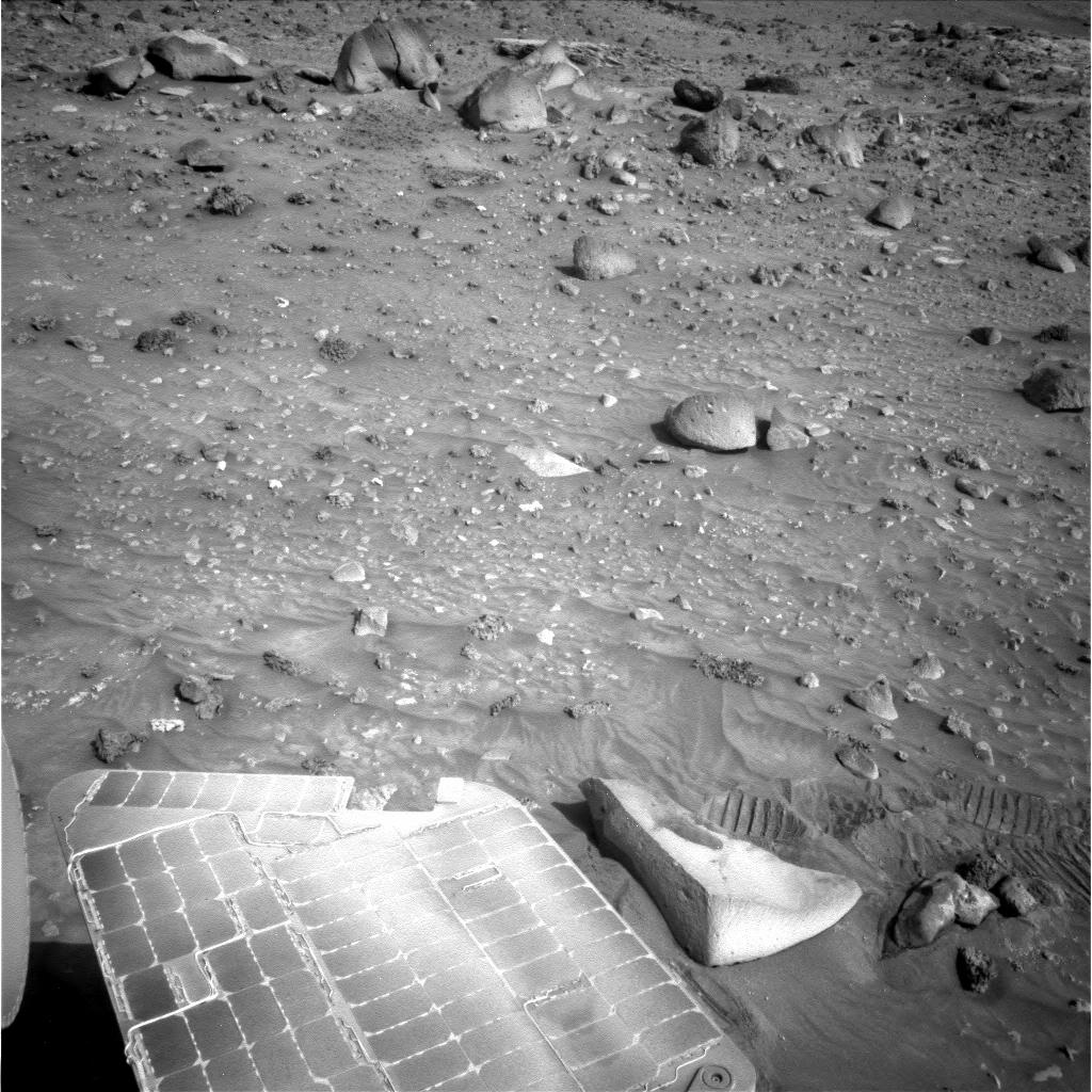 Strange Objects On Mars
