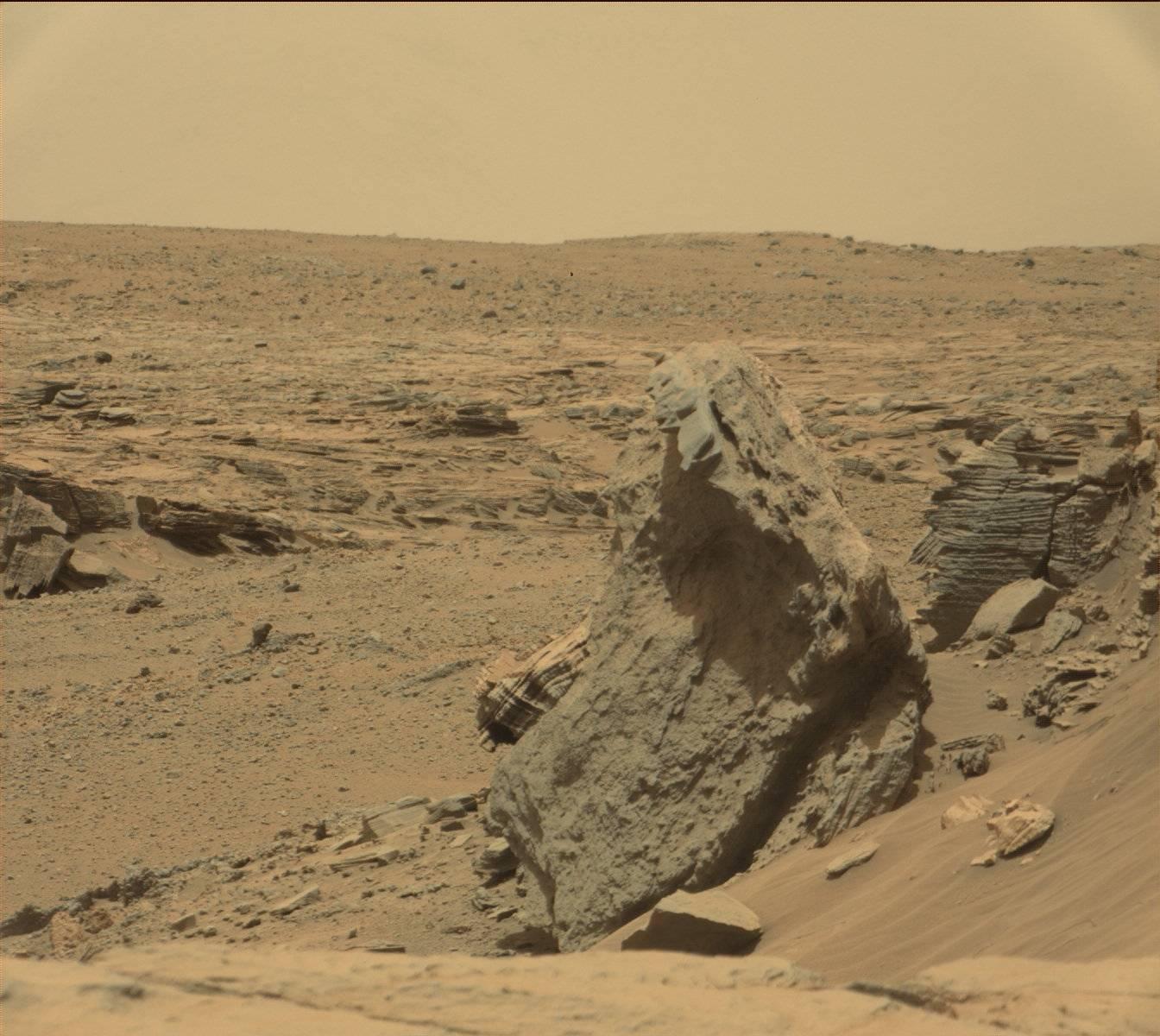 Strange Formation Near Multiple Anomalies On Mars ...