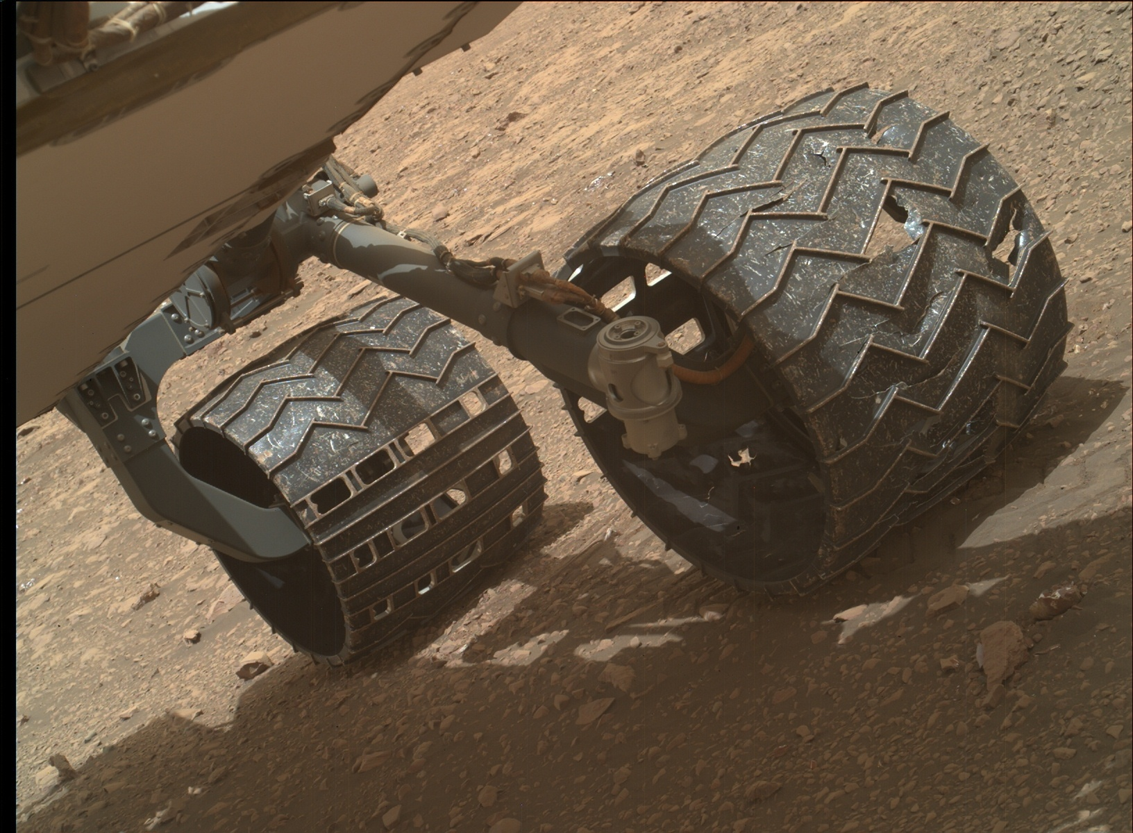 Sol 2032-2033: The Rocks vs. Stone Cold Aluminum Wheels