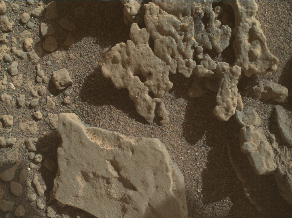 Read article: Sols 2690-2691: Slight Delay to Curiosity's Attempt to Ascend the Pediment