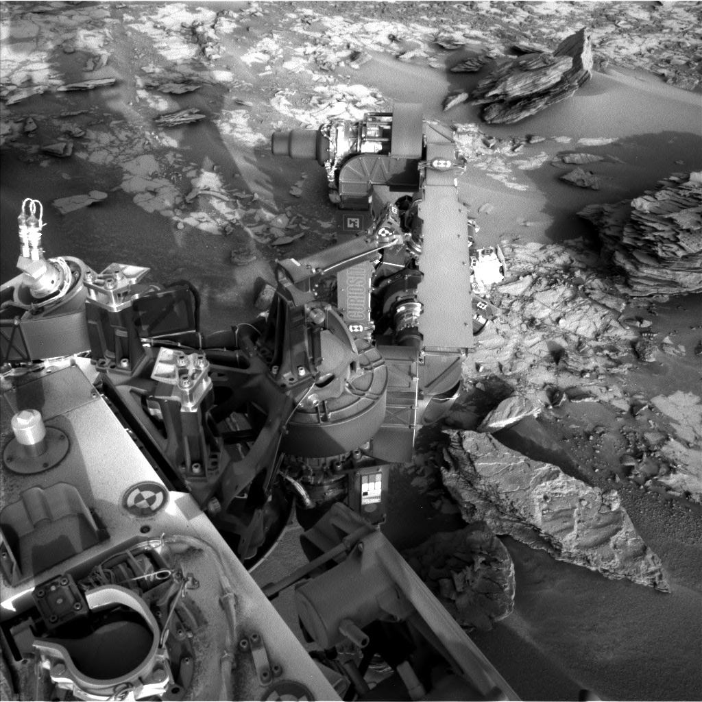 NASA's Mars rover Curiosity acquired this image using its Left Navigation Camera (Navcams) on Sol 860
