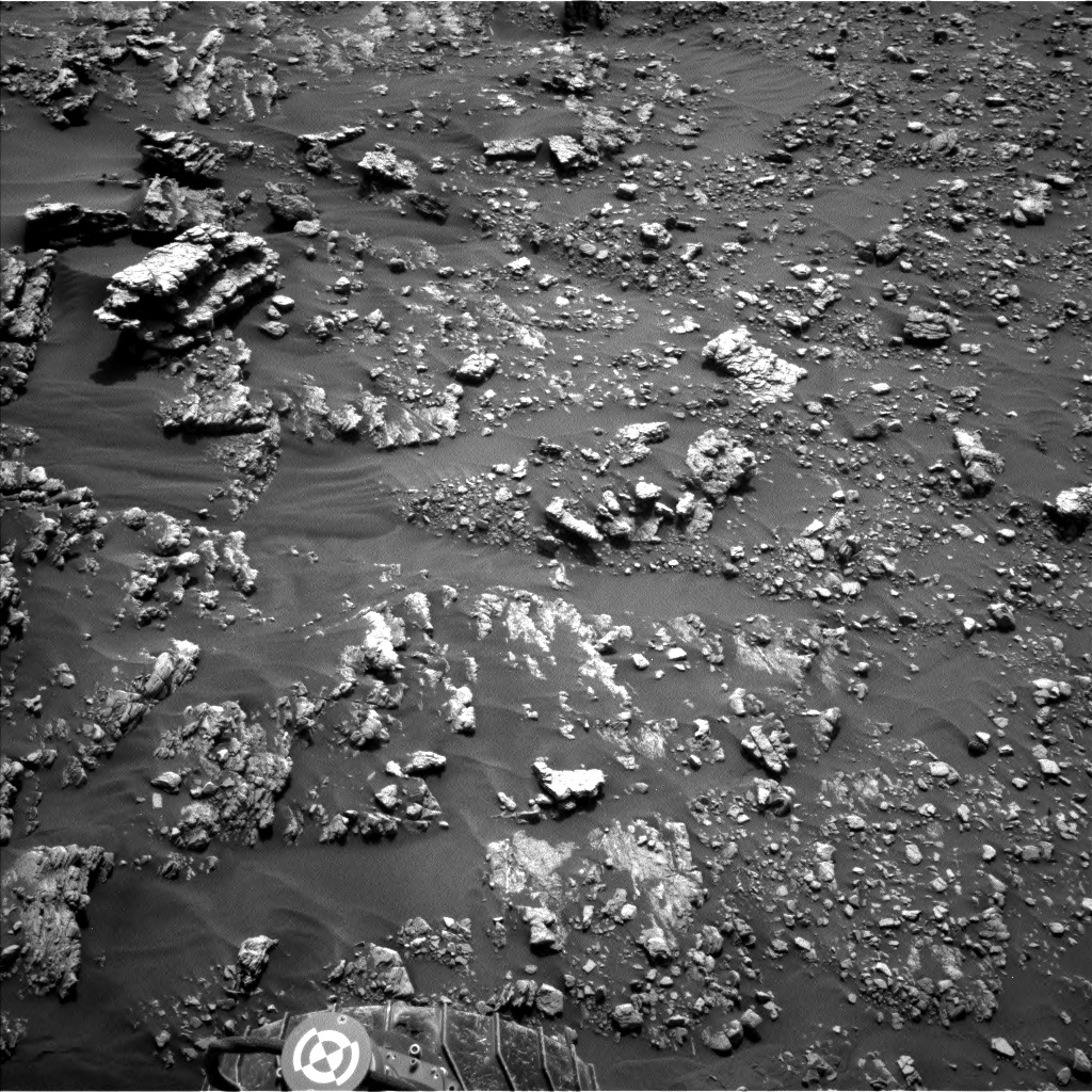 Nasa's Mars rover Curiosity acquired this image using its Left Navigation Camera on Sol 2476, at drive 2672, site number 76