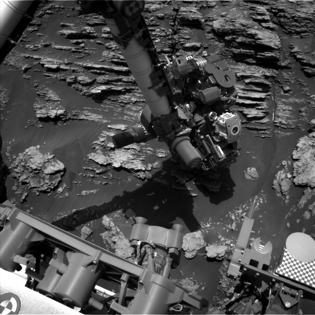 Nasa's Mars rover Curiosity acquired this image using its Left Navigation Camera on Sol 2477, at drive 2672, site number 76