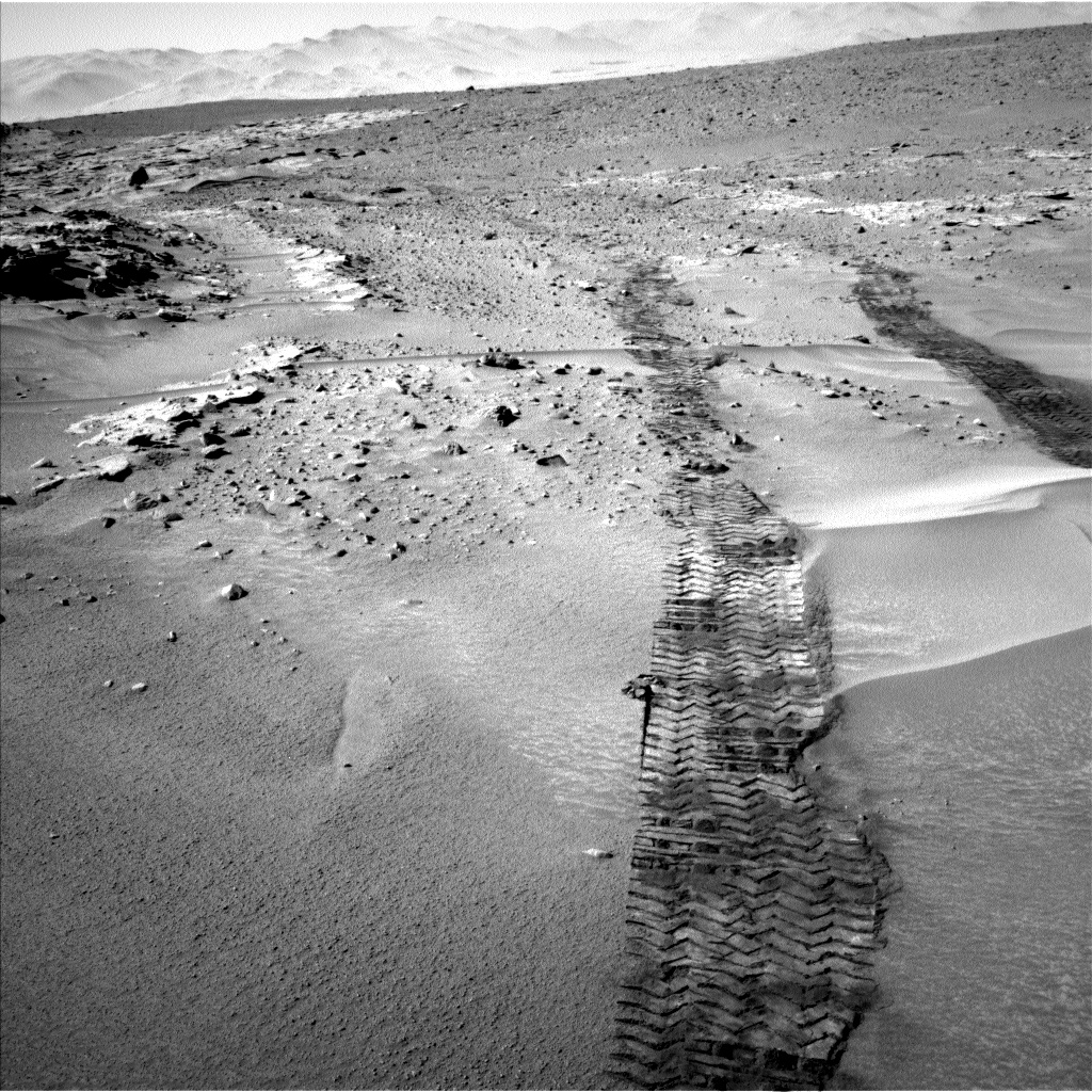 Nasa's Mars rover Curiosity acquired this image using its Left Navigation Camera on Sol 606, at drive 1220, site number 31