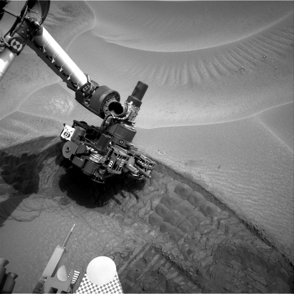 Nasa's Mars rover Curiosity acquired this image using its Right Navigation Camera on Sol 802, at drive 1140, site number 44