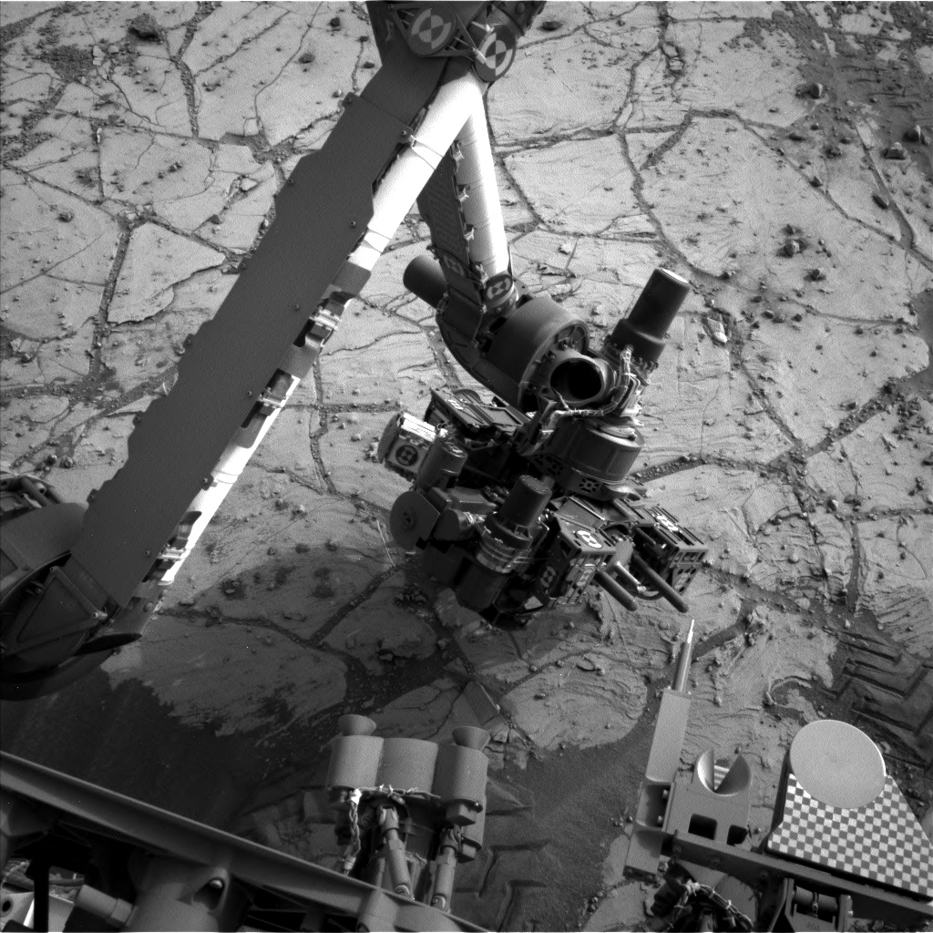 Nasa's Mars rover Curiosity acquired this image using its Left Navigation Camera on Sol 806, at drive 1282, site number 44