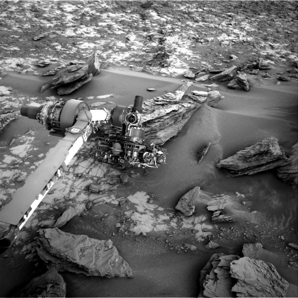 "Curiosity's arm analyzing the target ""Sierra Nevada"""