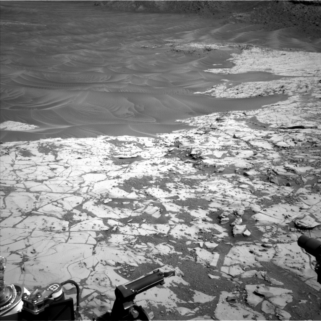 NASA's Mars rover Curiosity acquired this image using its Left Navigation Camera (Navcams) on Sol 872