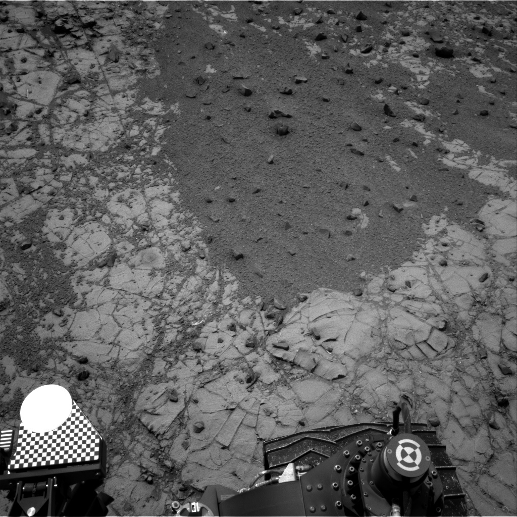 Nasa's Mars rover Curiosity acquired this image using its Right Navigation Camera on Sol 906, at drive 450, site number 45